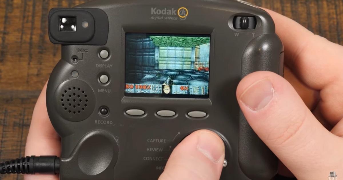 Оригинальный Doom запустили настаром фотоаппарате