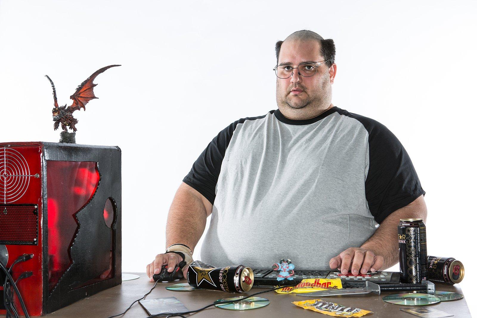 Исследователи показали как будет выглядеть заядлый геймер будущего. Зрелище неизприятных